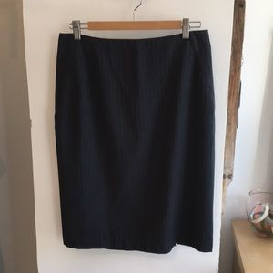 Pencil skirt in dark grey with blue lines